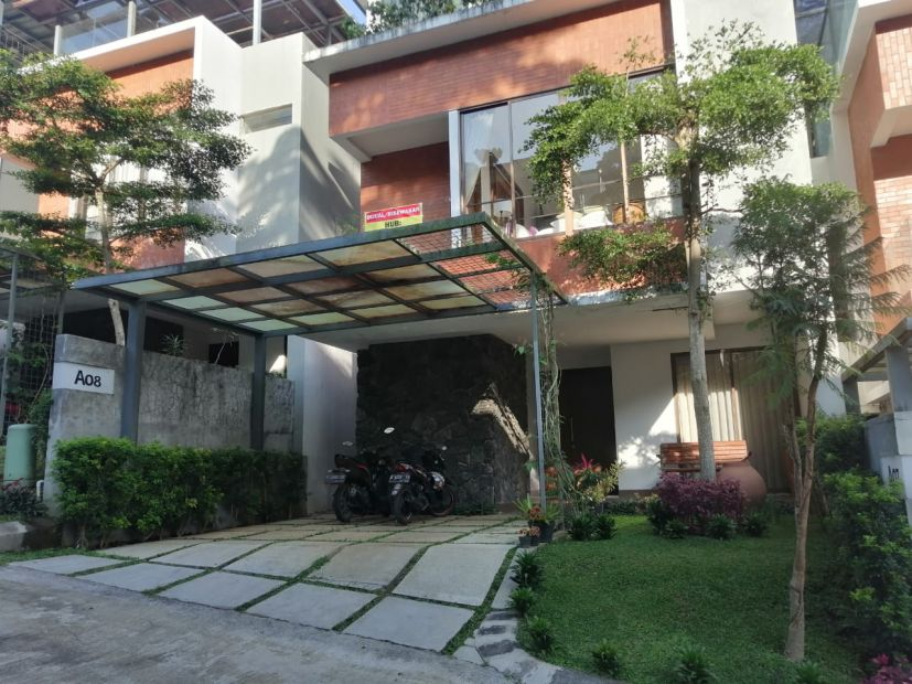 Disewa Rumah Villa mewah full furnished di Dago Atas