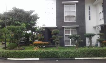 Di Jual Rumah Mewah 2 Lantai Siap Huni Hoek Depan Taman
